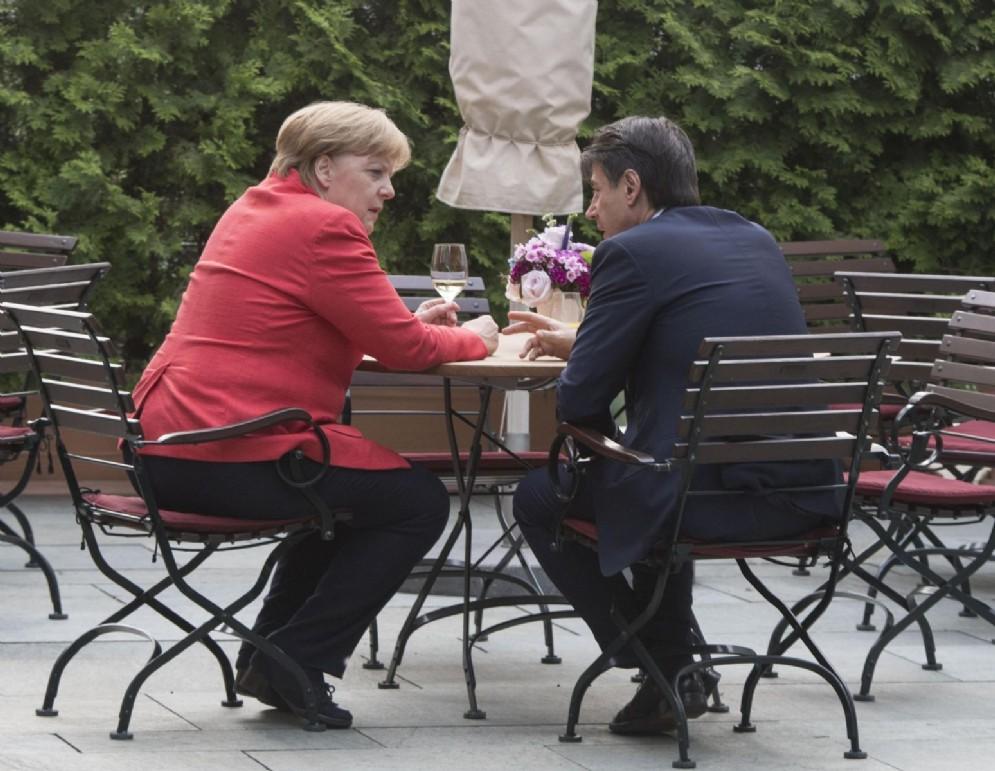 Giuseppe Conte con Angela Merkel al meetingi di Berlino. 18 giugno 2018