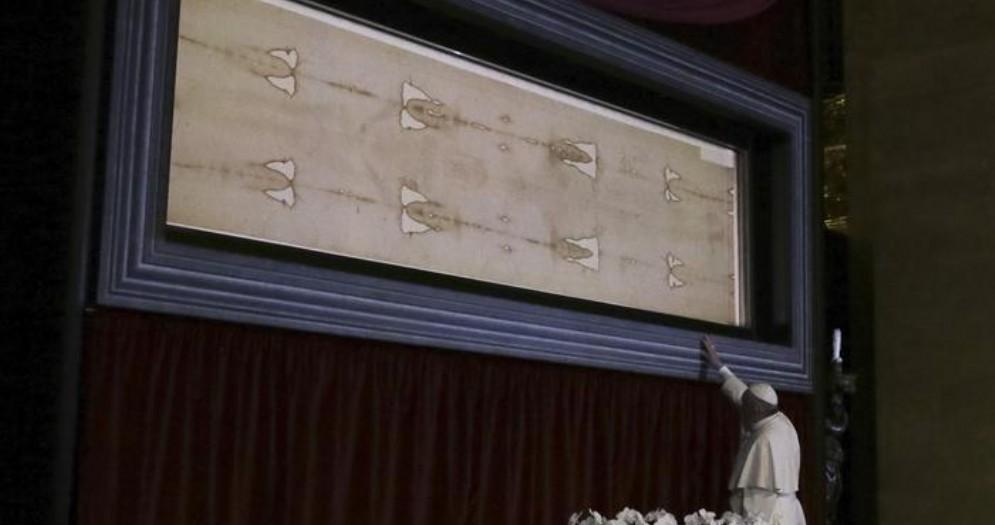 Papa Francesco in visita alla Sacra Sindone