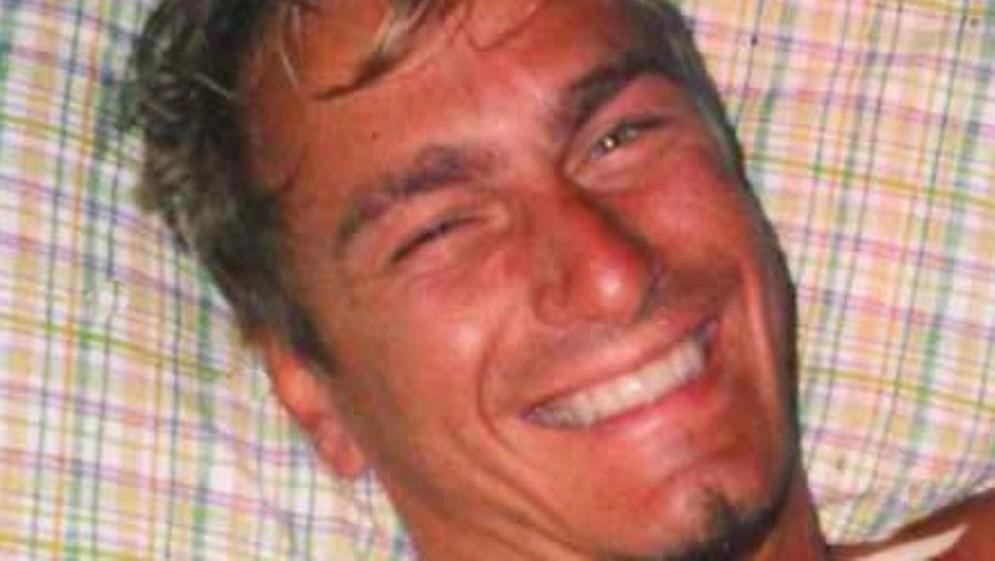 Muore a 45 anni: due comunità in lutto