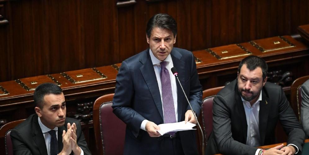 Il premier Giuseppe Conte con i due vicepremier Luigi Di Maio e Matteo Salvini
