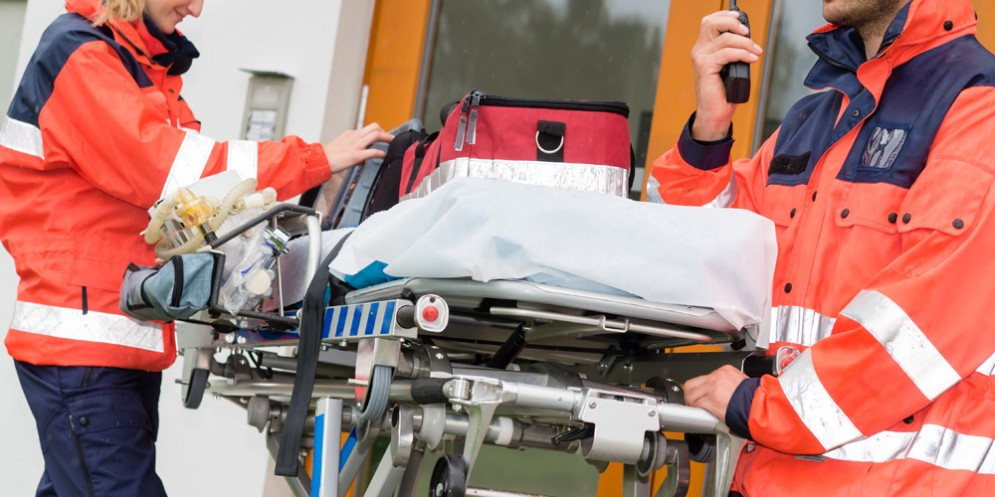 Auto contro bici a Duino: ragazza sbalzata per oltre 4 metri