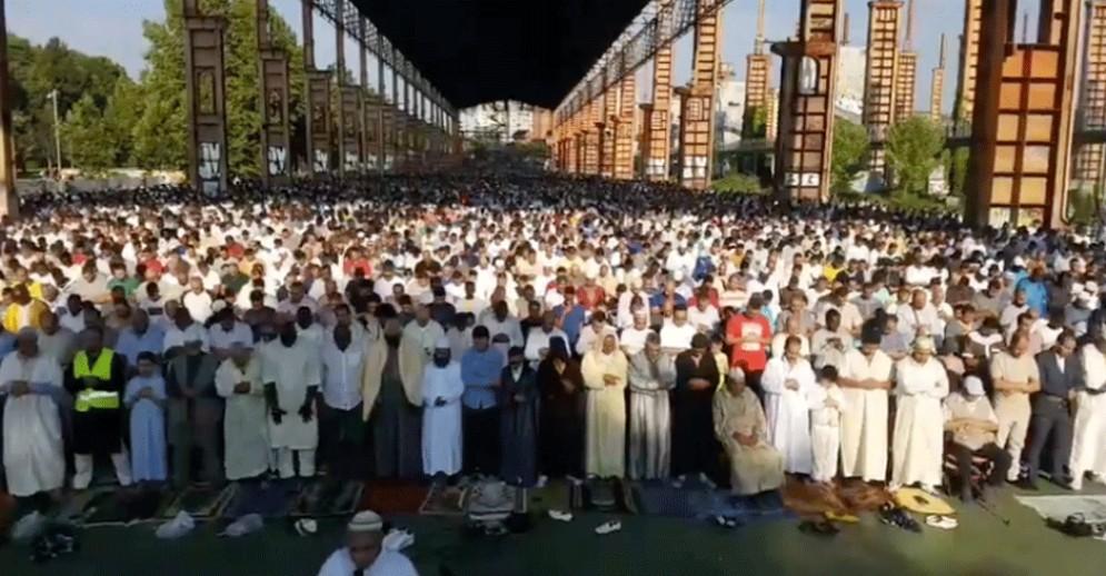 Festa del Sacrificio, a Torino migliaia di musulmani. L'assessore: «Costruiamo il domani insieme»