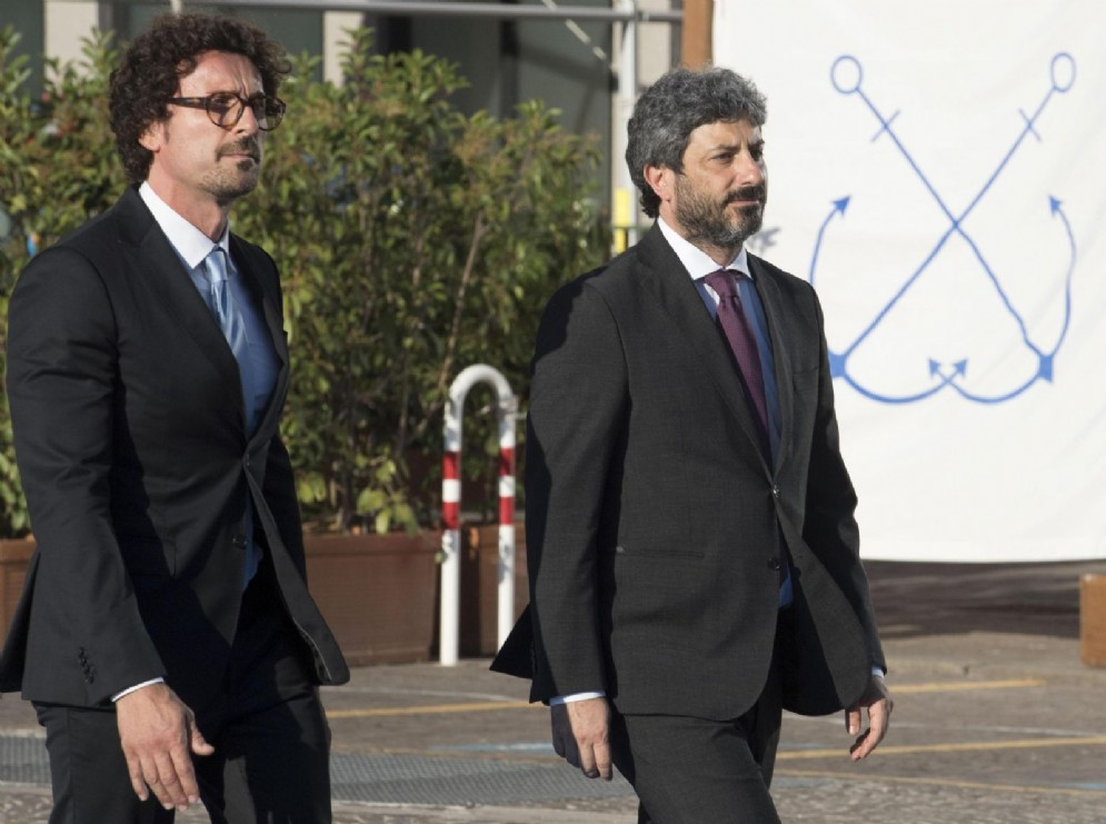 Il presidente della Camera Roberto Fico con il ministro delle Infrastrutture Danilo Toninelli