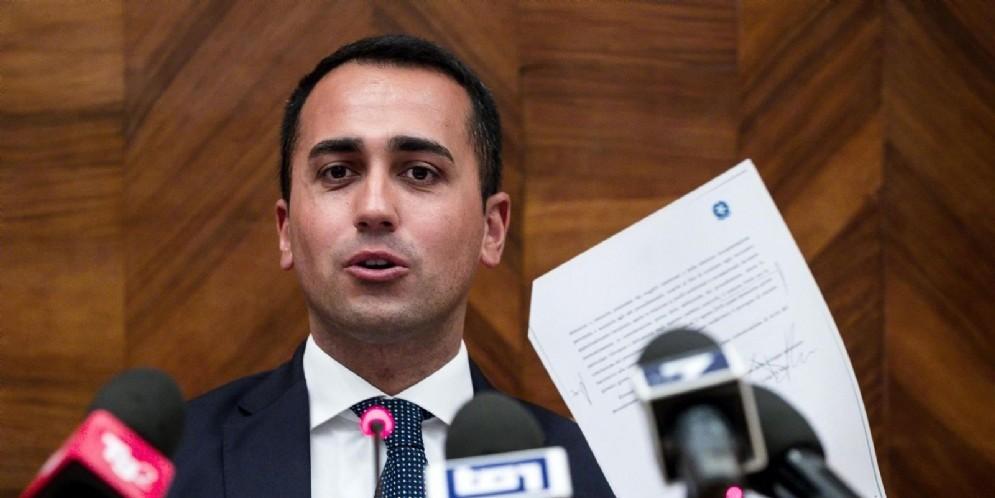 Il ministro del Lavoro dello Sviluppo economico e vicepremier Luigi Di Maio durante la conferenza stampa sulla questione dell'Ilva di Taranto