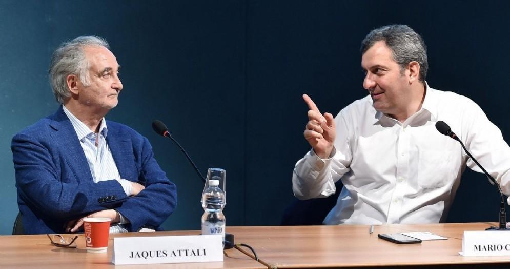 Jacques Attali insieme a Mario Calabresi al Salone del libro di Torino