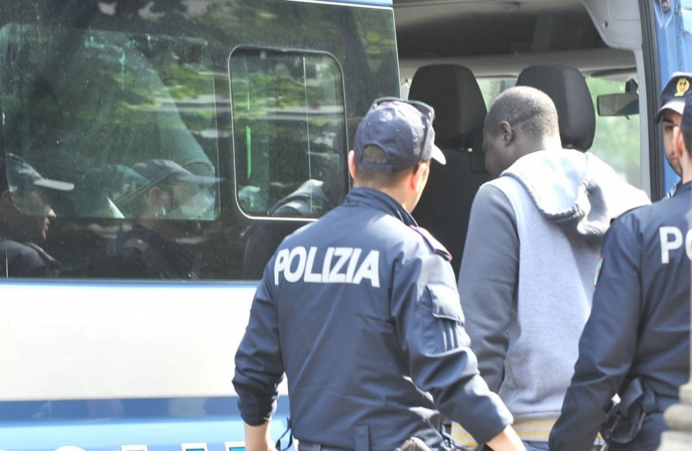 Blitz a San Salvario: fermati pusher e controllati locali, arresti e multe