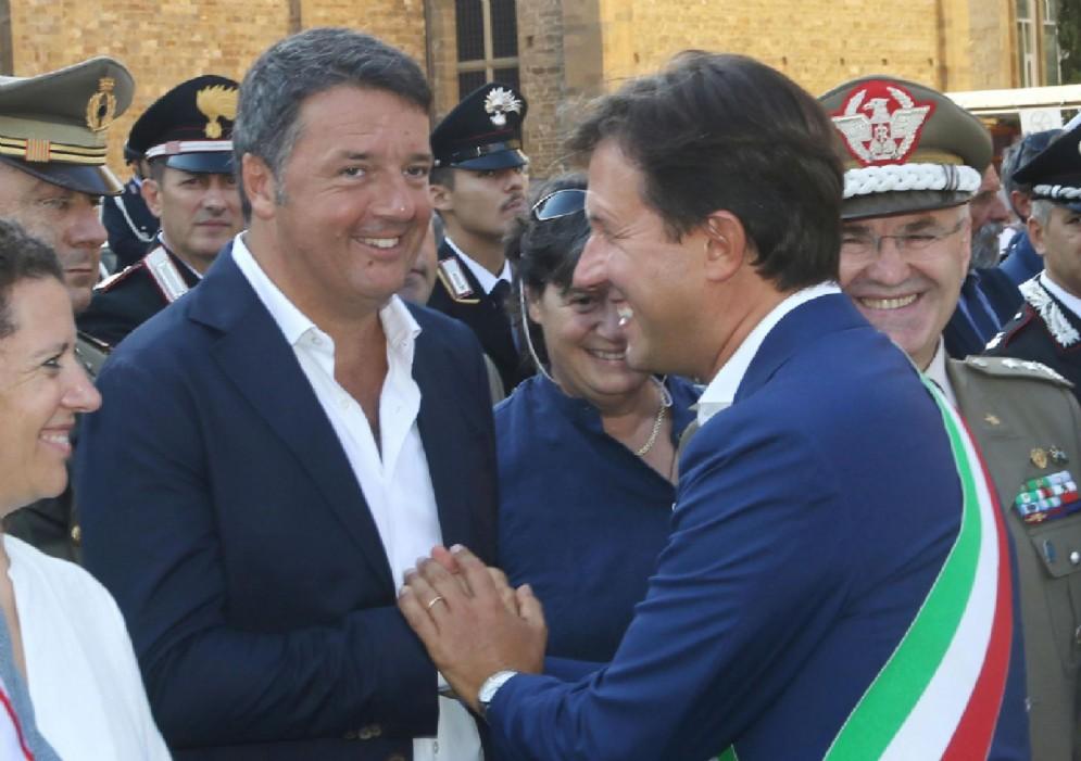 Il senatore del Pd, Matteo Renzi, con il sindaco di Firenze, Dario Nardella
