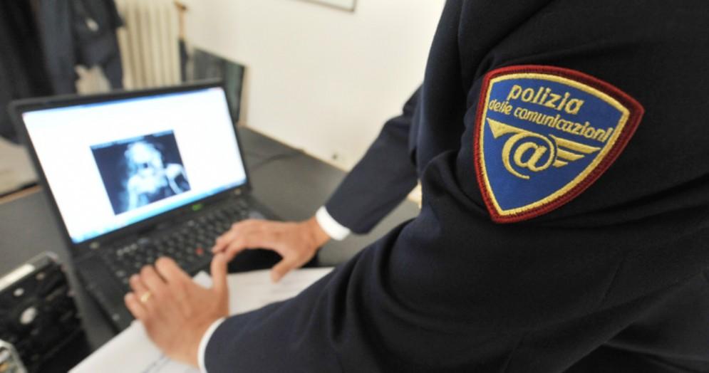 Agente della Polizia Postale - Immagine di repertorio