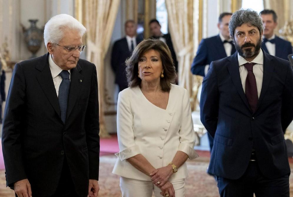 Sergio Mattarella con Maria Elisabetta Alberti Casellati e Roberto Fico