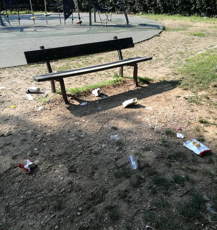 Incuria e danni in piazza d'Armi