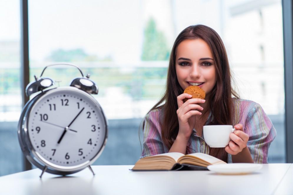 Spostare colazione e cena aiuta a dimagrire