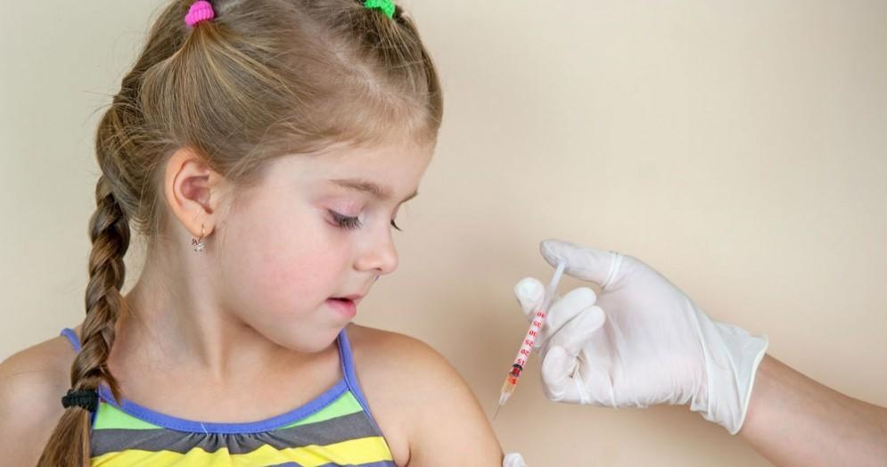 Bambina vaccinata