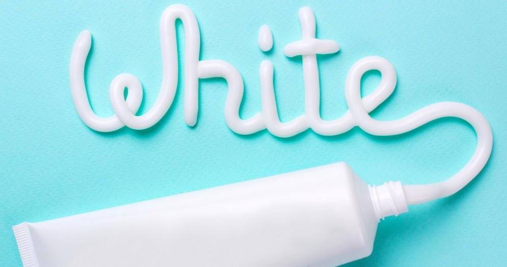 Kit di sbiancamento dei denti pericolosi per la salute