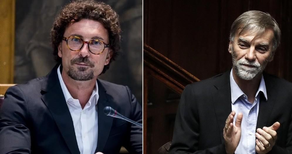 L'attuale ministro delle Infrastrutture, Danilo Toninelli, e il suo predecessore, Graziano Delrio