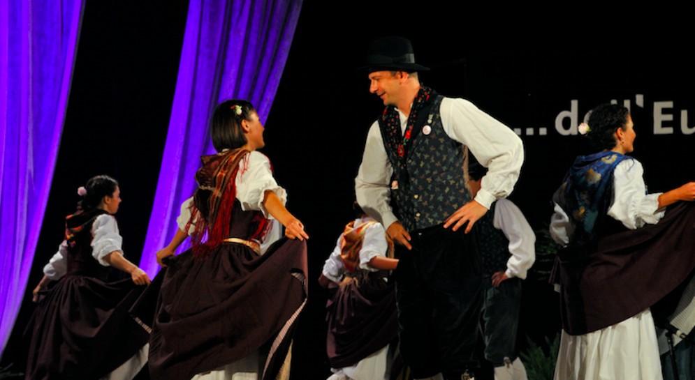Il festival folcloristico 'Danzando tra i popoli'chiudela sua 18esima edizione