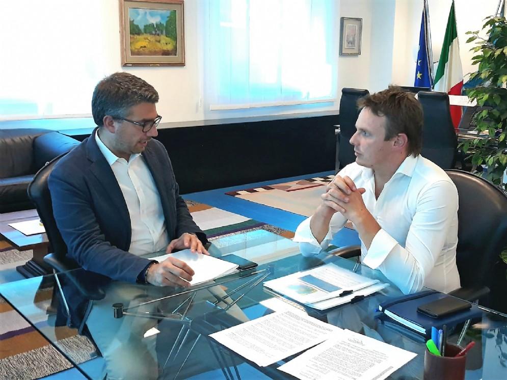 Assessore alle Autonomie locali Pierpaolo Roberti e il sindaco di Taipana Alan Cecutti