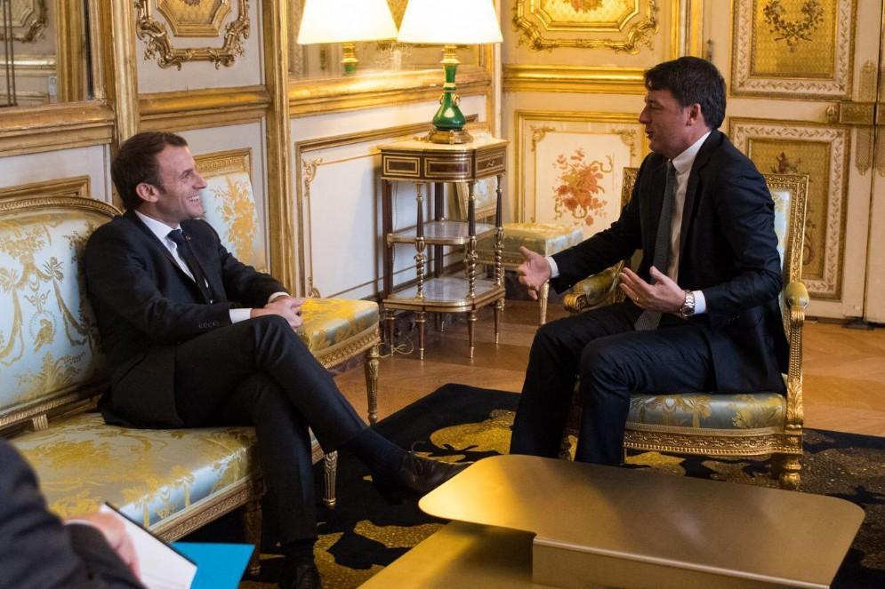 Matteo Renzi durante l'incontro all'Eliseo con Emmanuel Macron, Parigi, 21 novembre 2017