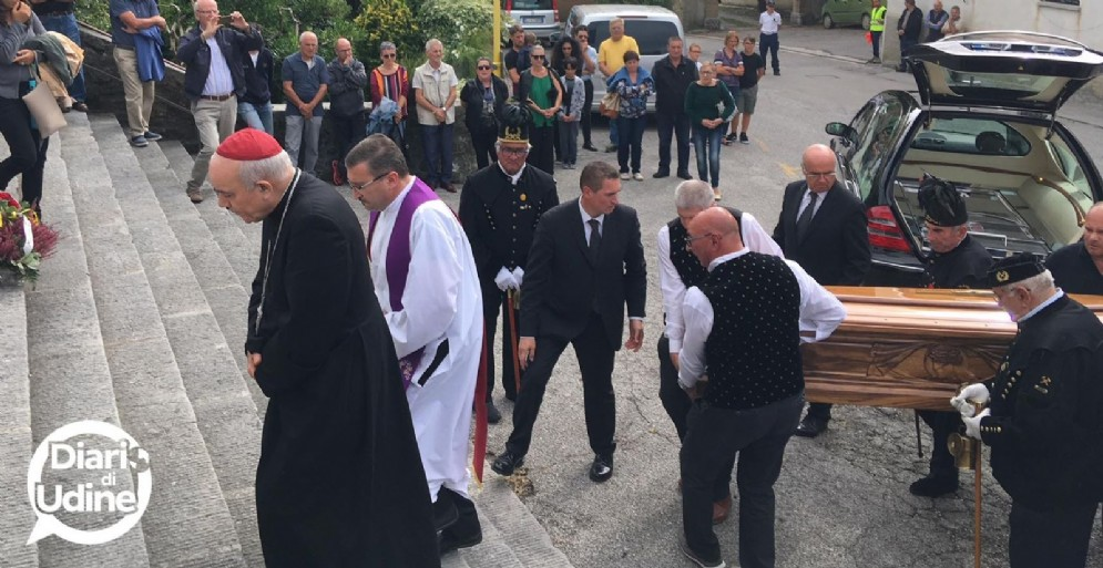 Folla per i funerali di don Bepi: presente anche l'arcivescovo Mazzocato