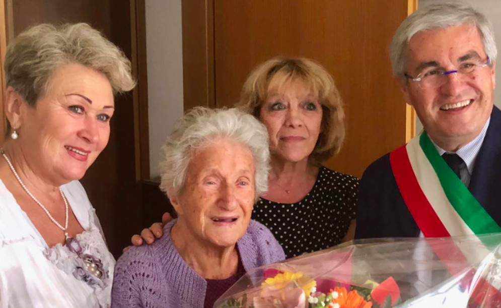 Maria Rosalia Carniello spegne 108 candeline. Grande festa con amici e parenti
