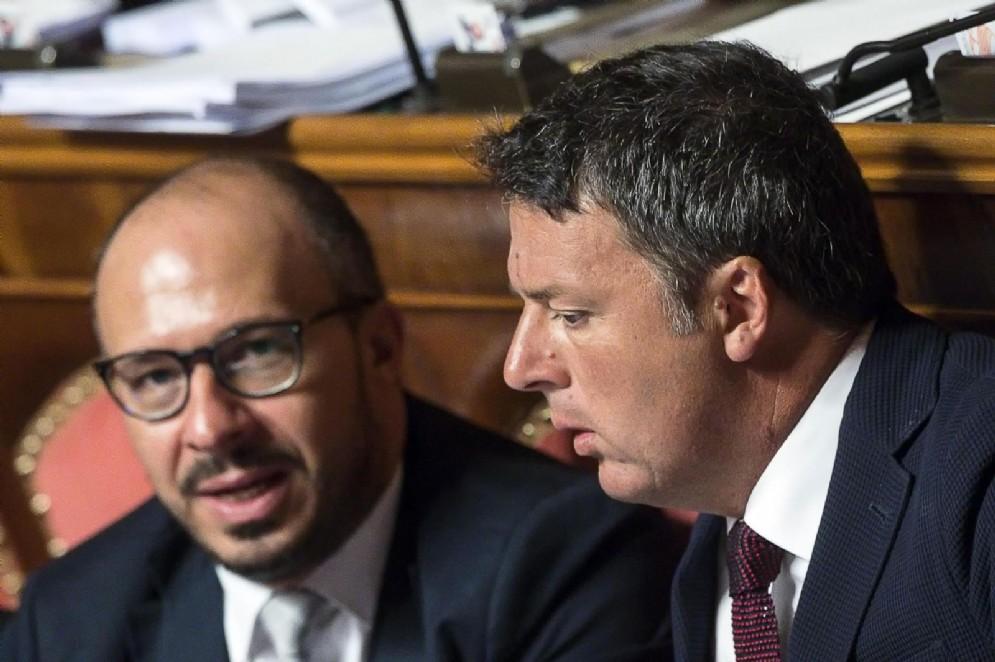 Matteo Renzi con Davide Faraone in aula al Senato