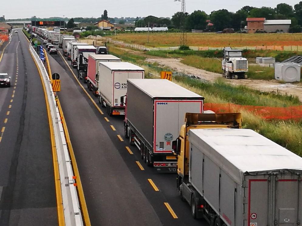Incidente tra Tir: chiuso il tratto Portogruaro-Latisana in direzione Trieste