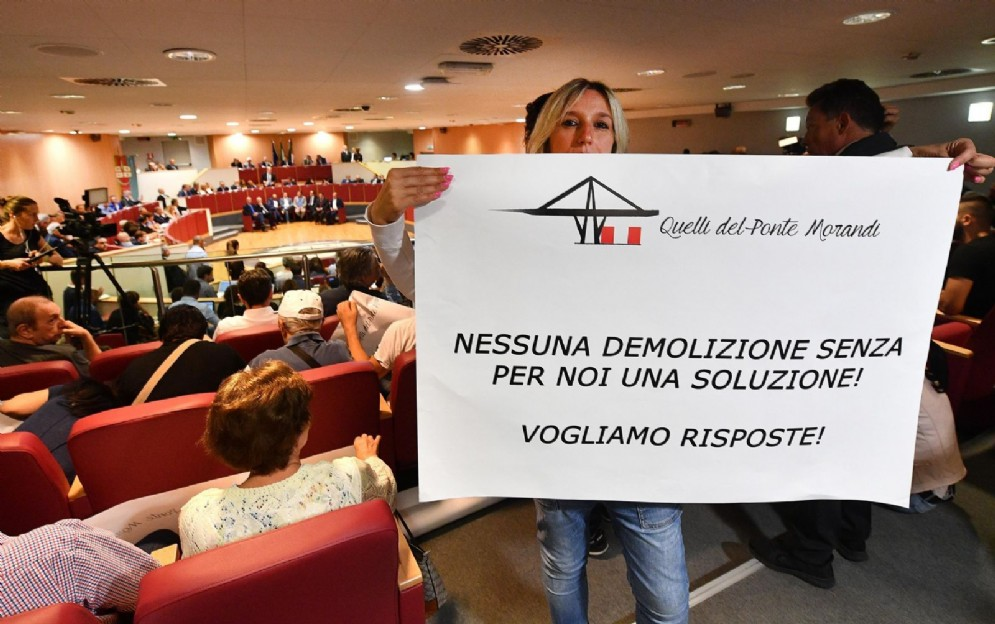 Protesta degli sfollati che chiedono soluzioni dopo il crollo di Ponte Morandi. Genova 04 settembre 2018