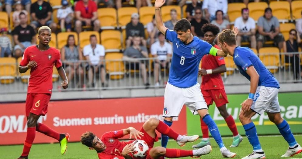 Il giovane Melegoni con la maglia azzurra e la fascia di capitano