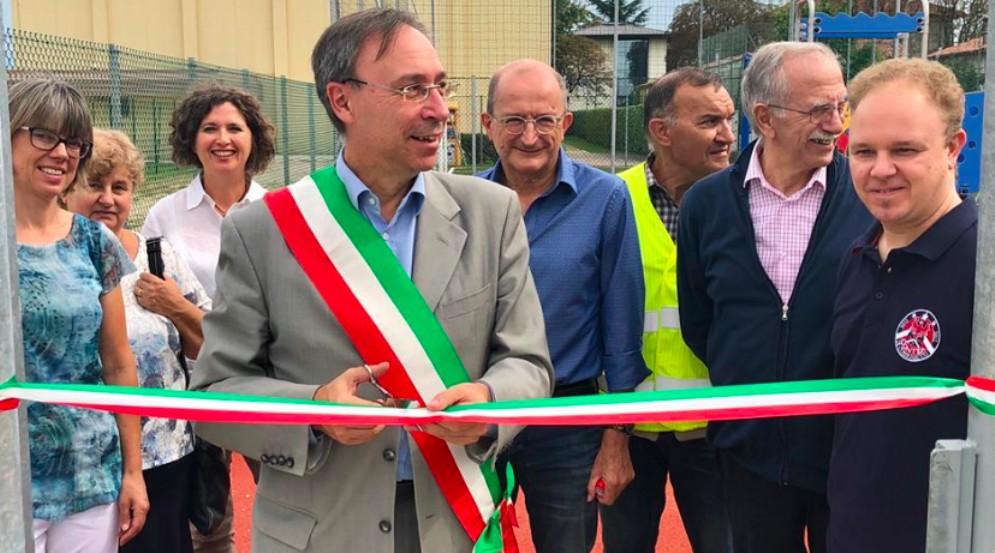 Taglio del nastro per l'area sportiva e ricreativa di via Padova