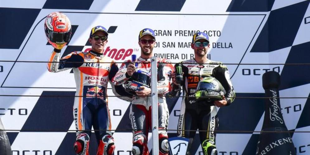 Il podio di Misano: Marquez (2°), Dovizioso (1°) e Crutchlow (3°)