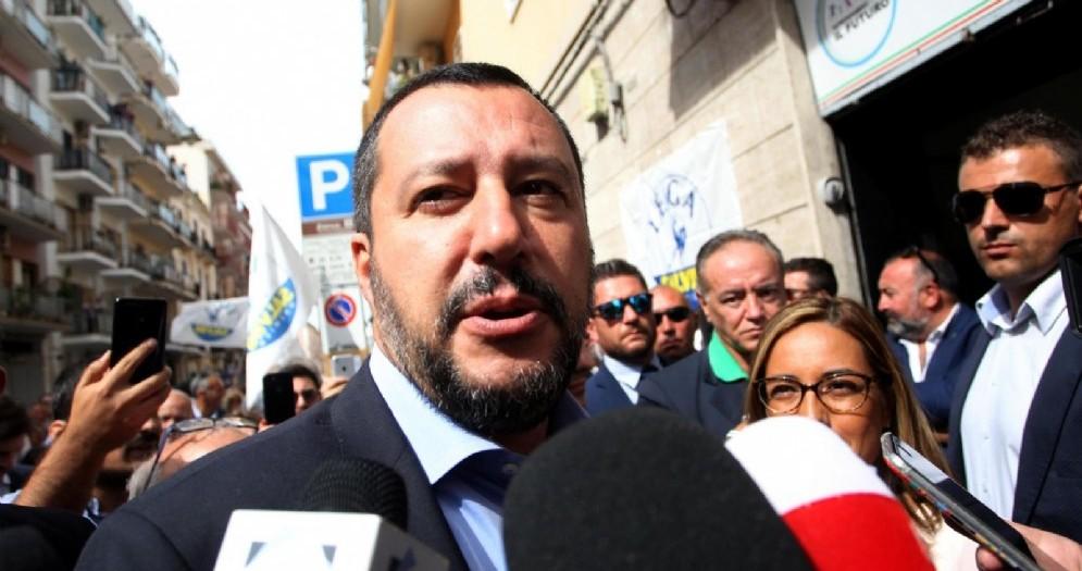 Matteo Salvini parlando ai circa cittadini del quartiere Libertà di Bari