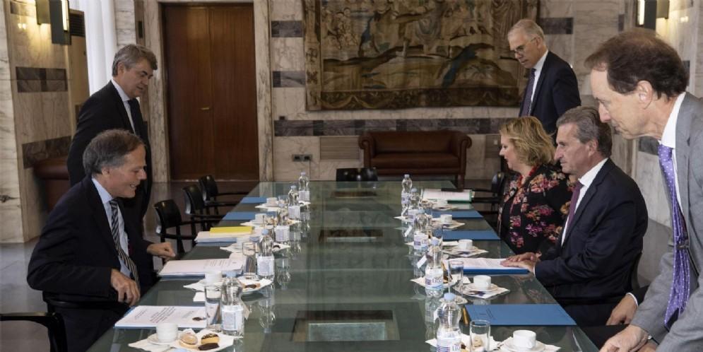 Il ministro degli Esteri Enzo Moavero con il commissarioeuropeo per il Bilancio e le Risorse Umane Gunther Oettinger