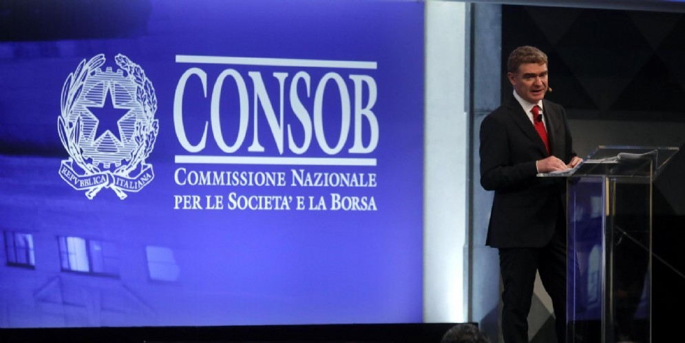 Il presidente di Consob Mario Nava