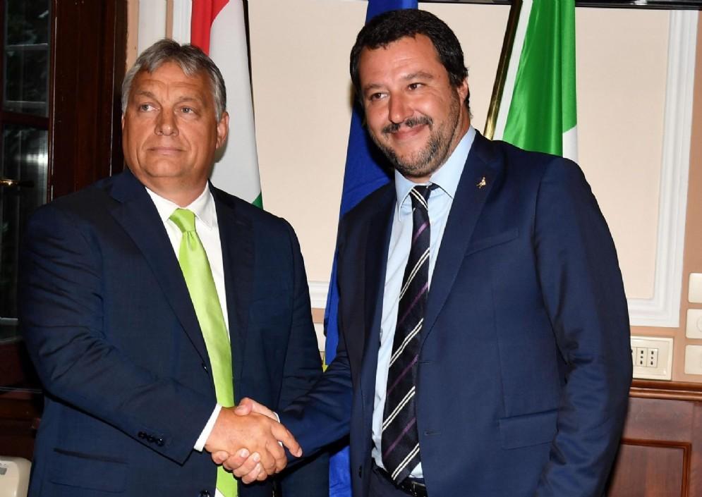 Il ministro dell'Interno e segretario della Lega Matteo Salvini con il premier ungherese Viktor Orban