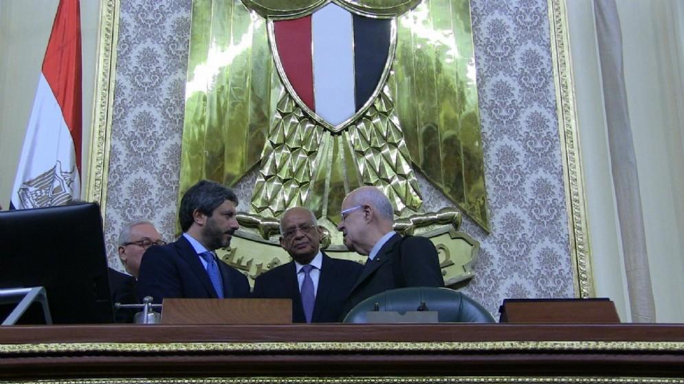 Il presidente della Camera dei Deputati Roberto Fico con lo speaker del parlamento egiziano Alì Abdel-Aal durante la visita al Cairo