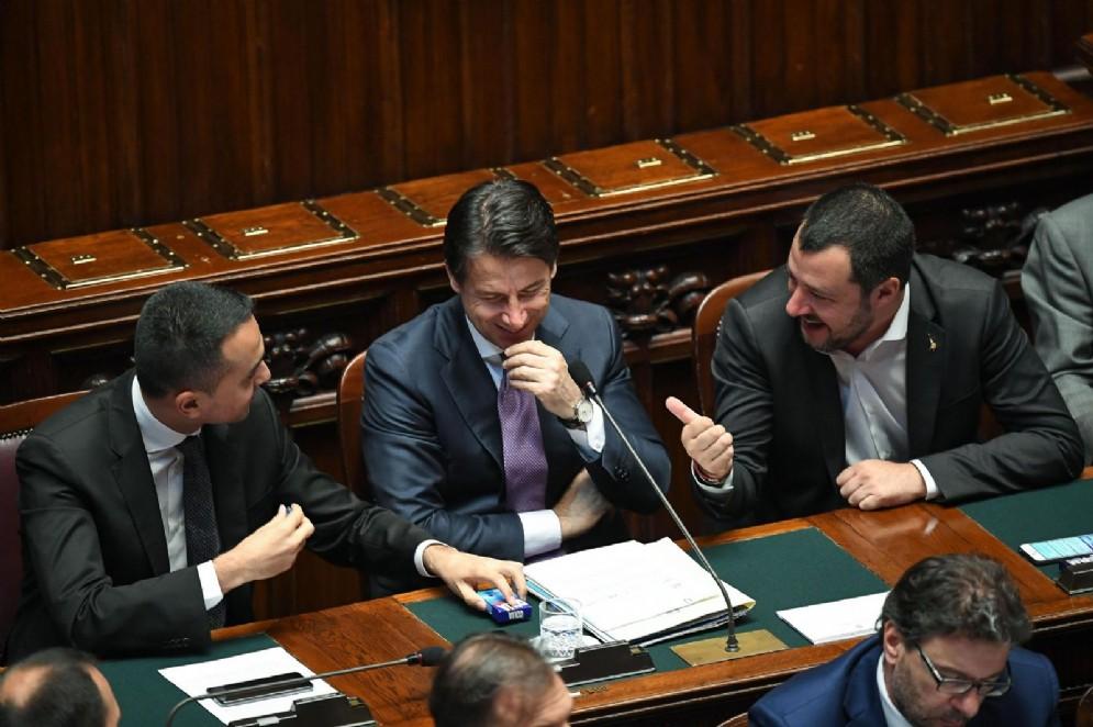 I vicepremier Matteo Salvini e Luigi Di Maio con il premier Giuseppe Conte