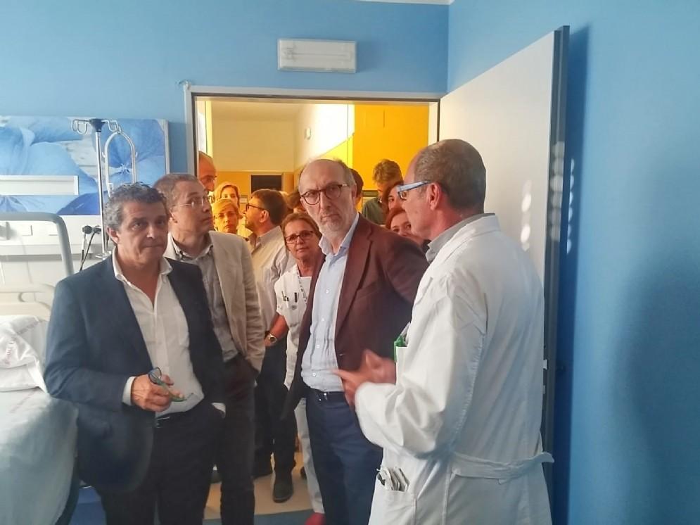 Il vicegovernatore Riccardi durante la visita l'Ospedale di Palmano