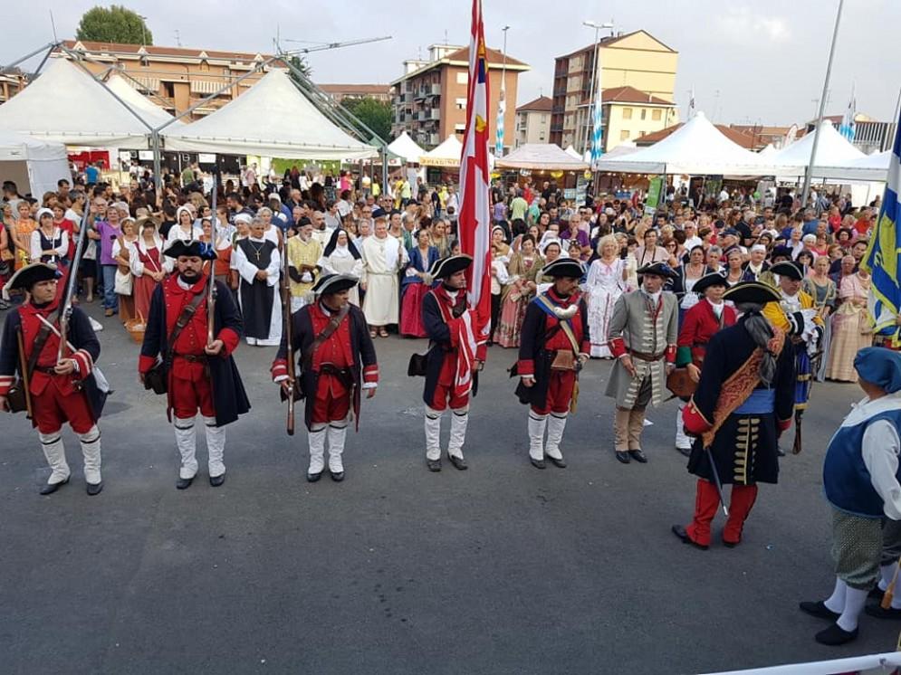 Preservativi gratis alla festa patronale: la chiesa annulla messa e processione