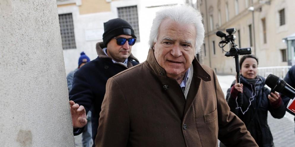 Denis Verdini davanti a Montecitorio