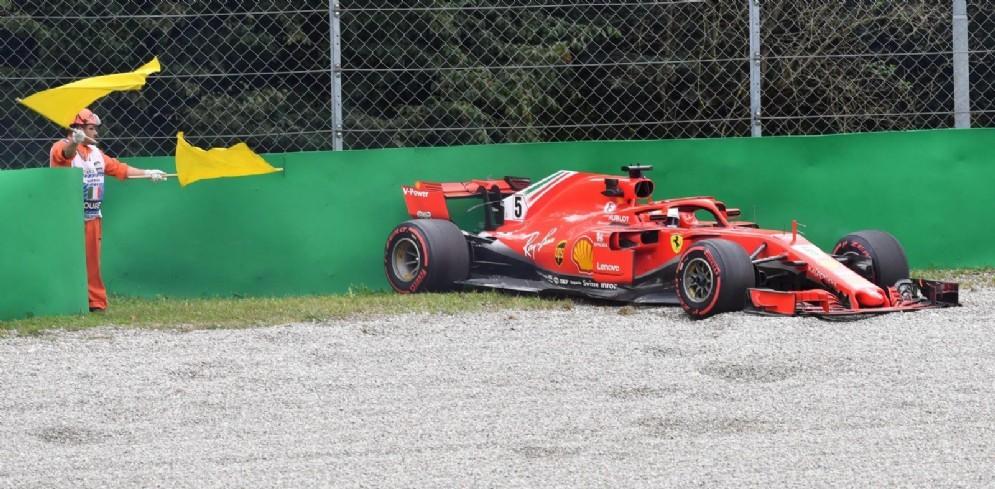 Vettel nella ghiaia durante le prove libere a Monza