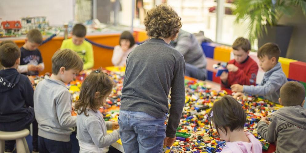 'Lego fire world': i papà si sfidano a colpi di Lego