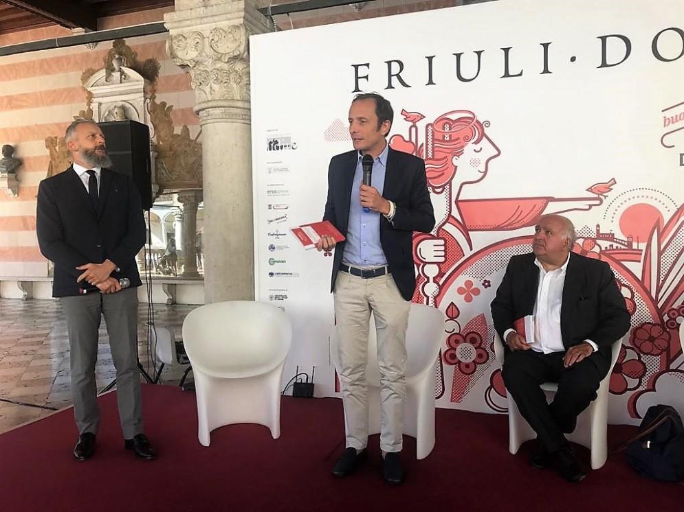 Il governatore del Fvg Massimiliano Fedriga interviene alla presentazione della guida ai sapori e ai piaceri del Fvg