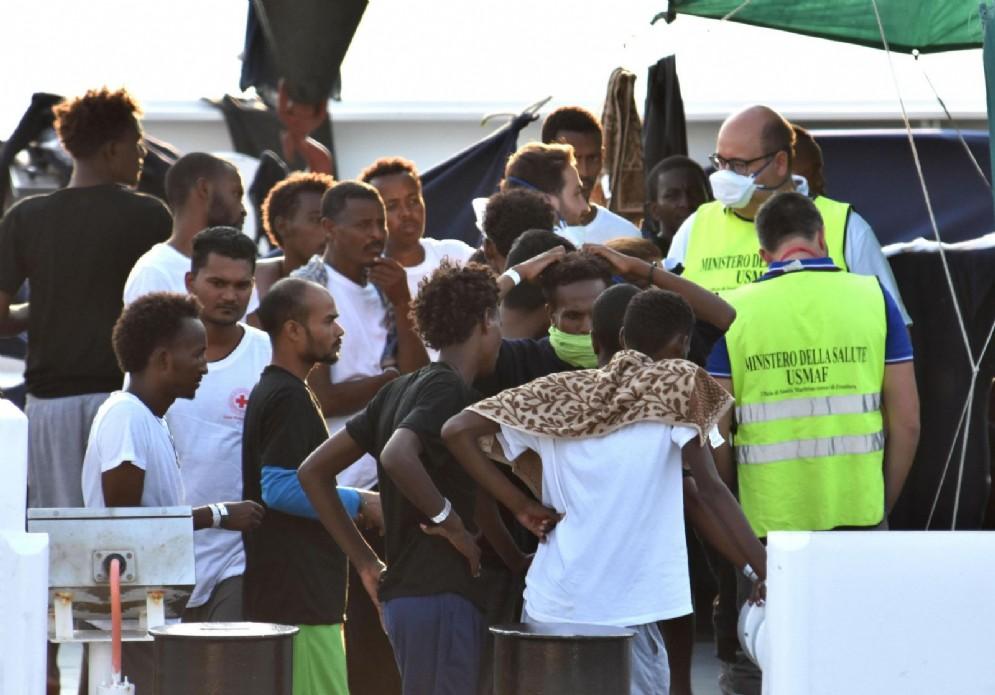 I migranti a bordo della nave Diciotti. Catania. 25 agosto 2018
