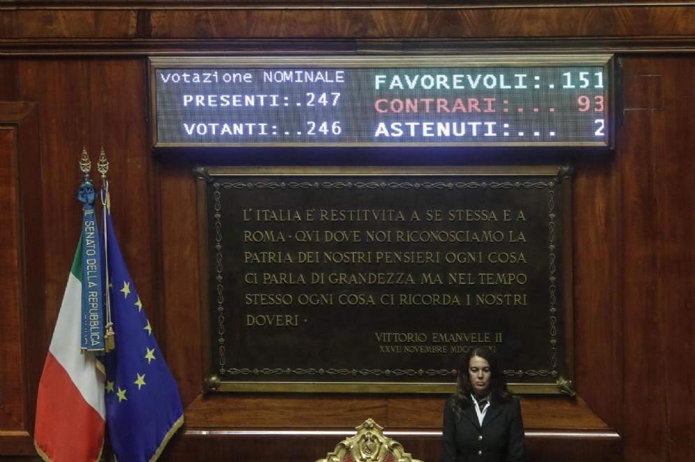 Tabellone elettronico del Senato con risultato del voto finale del decreto Milleproroghe