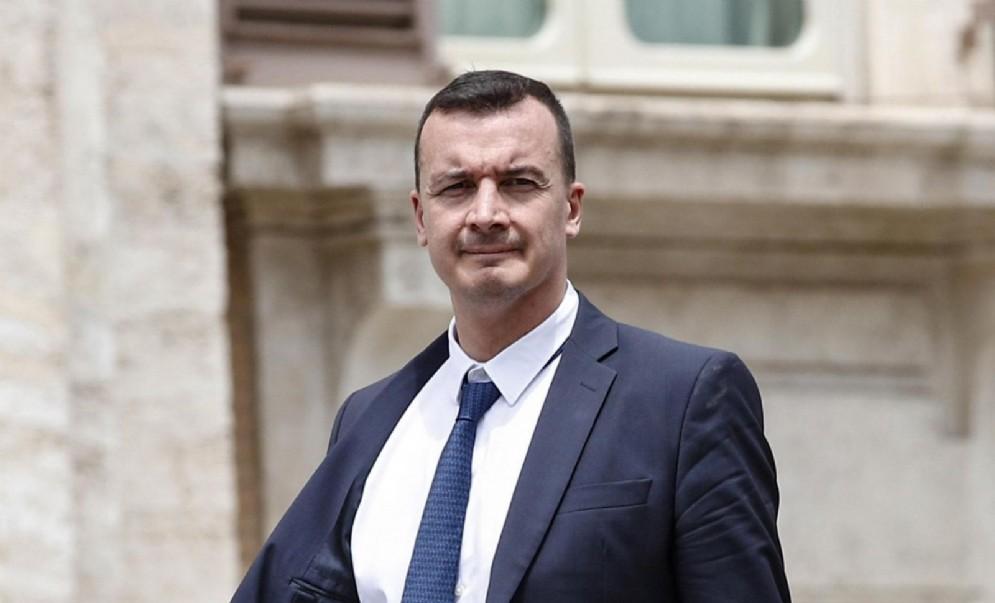 Rocco Casalino fuori da Montecitorio