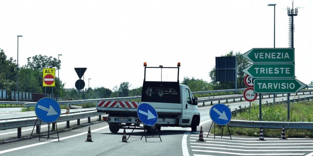 Incidente in A4: autostrada chiusa e 2 chilometri di coda