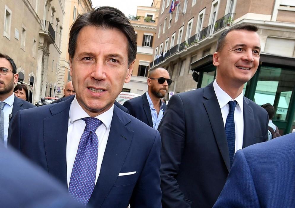 Il presidente del Consiglio Giuseppe Conte con Rocco Casalino