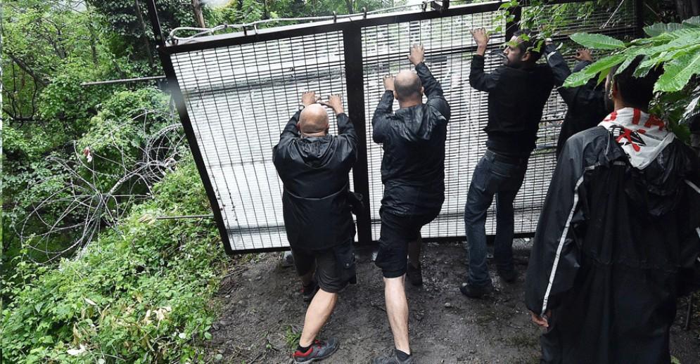 Assalto al cantiere Tav con seghe elettriche e maschere antigas: denunciati 50 anarchici
