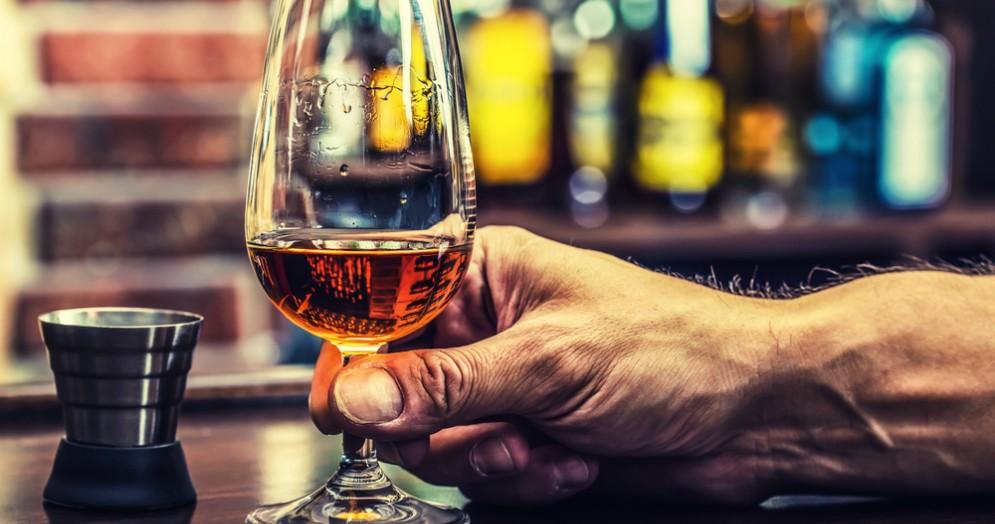 Barista aggredito da un cliente ubriaco