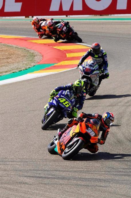 Valentino Rossi a centro gruppo
