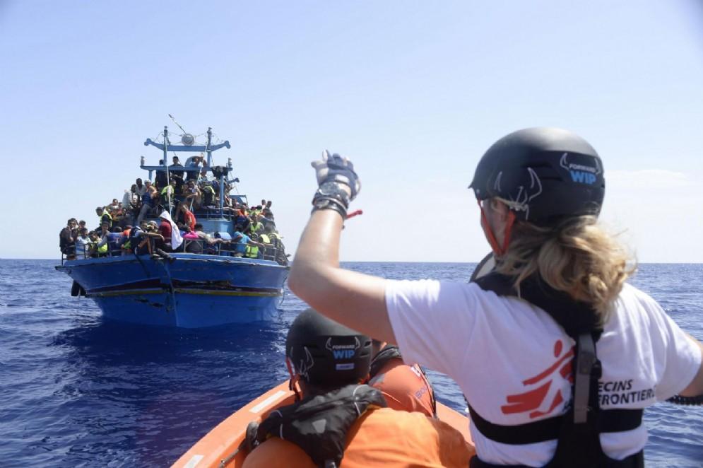 Migranti soccorsi nel Canale di Sicilia da Medici Senza Frontiere